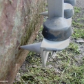 Metal tips for secure grip on stone loads