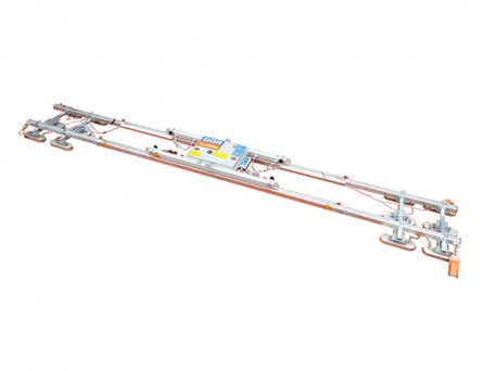 A 5 metre cross beam can be attached to the modular Multi-Clad for the installation of roof panels up to 14 metres.