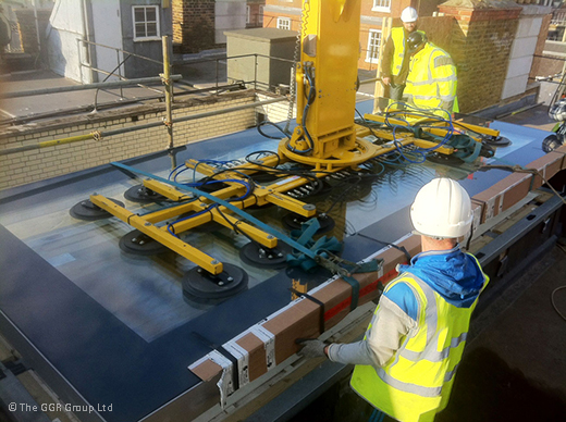 Hydraulica 2000 lifter installing roof light