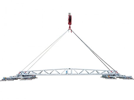 A popular choice for installing roof panels, the dual circuit Multi-Clad DT6 vacuum lifter comes with a 6 metre long cross beam to suit longer length units.