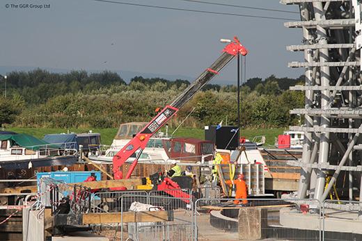 UNIC URW-506 working alongside The Kelpies in Falkirk