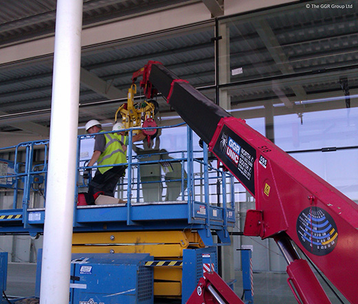 UNIC URW-095 installing glazing with MRT4