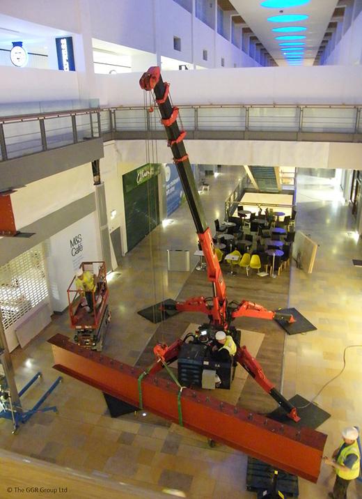 UNIC URW-376 mini crane at shopping centre