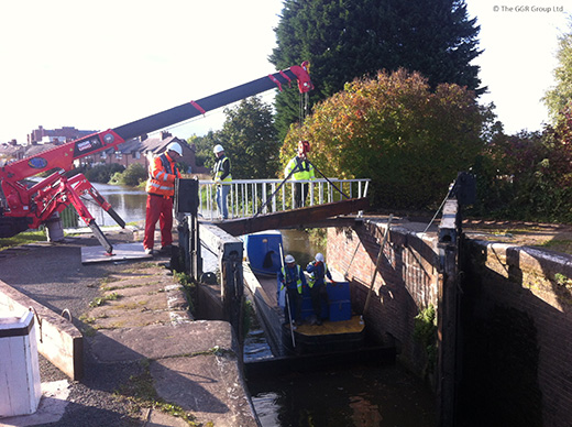 UNIC URW-295 assisting with lock inspection
