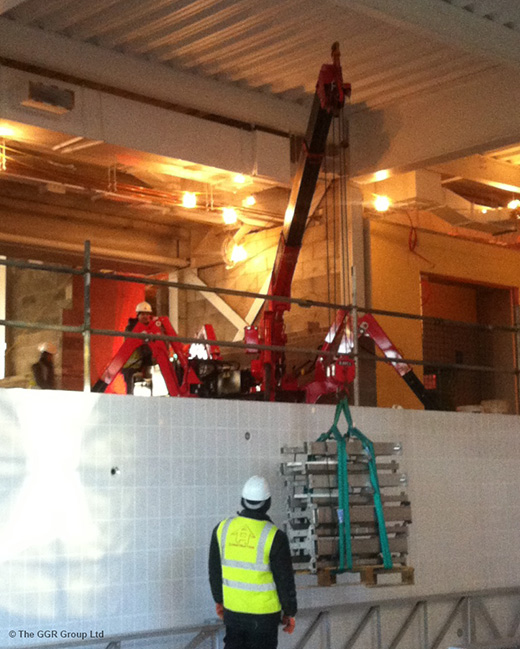 UNIC mini crane works at pool in new fitness centre