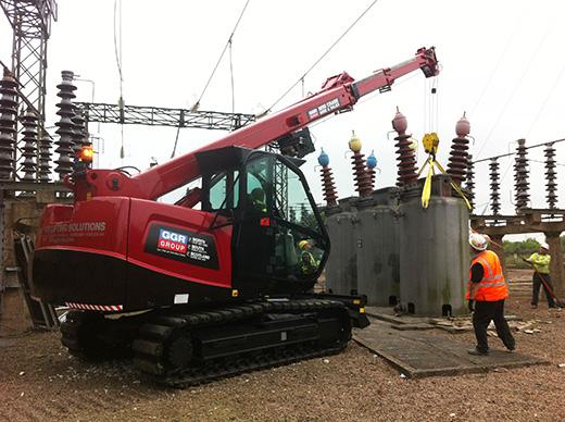 Mini telescopic crawler crane lifting transformer