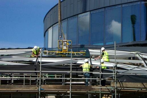 Hydraulica 1200-A lifter installing canopy glass