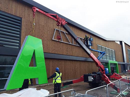 UNIC URW-506 lifting letter signage