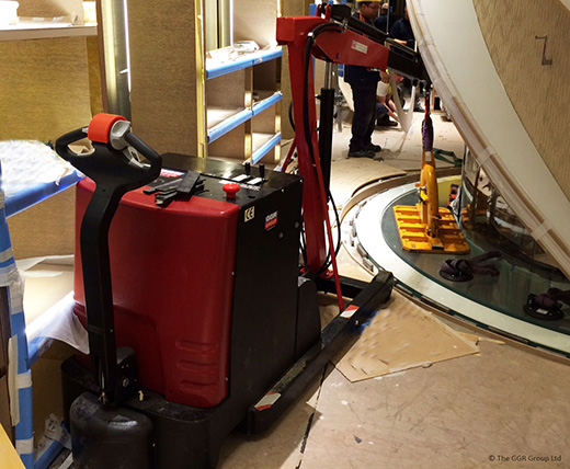 Liftboy 700 installing floor glass