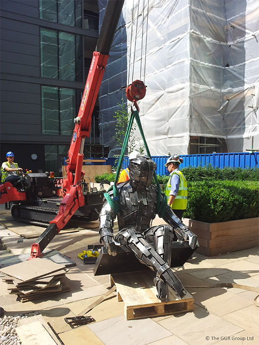 UNIC mini crane lifts steel statue