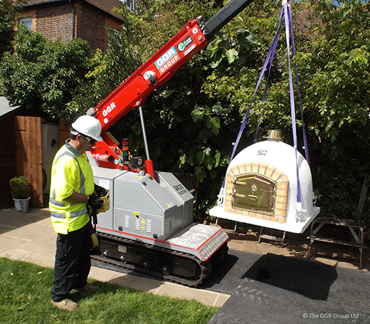 2 tonne capacity GK20 lifts pizza oven in garden
