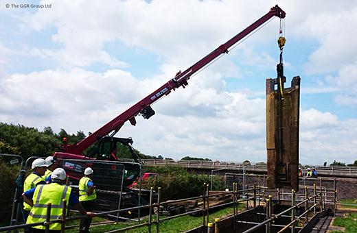 MCC805 crawler crane lifting lock gate