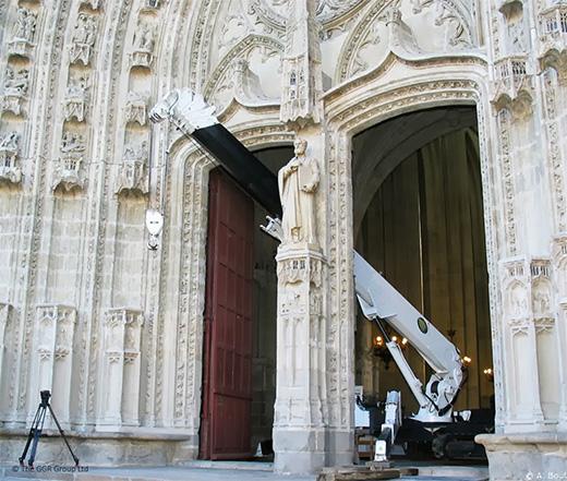 UNIC crane at Nantes Cathedral