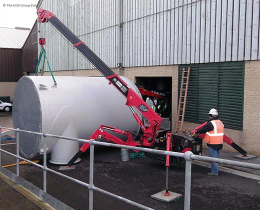 UNIC spider crane and G150 crane at waste water works