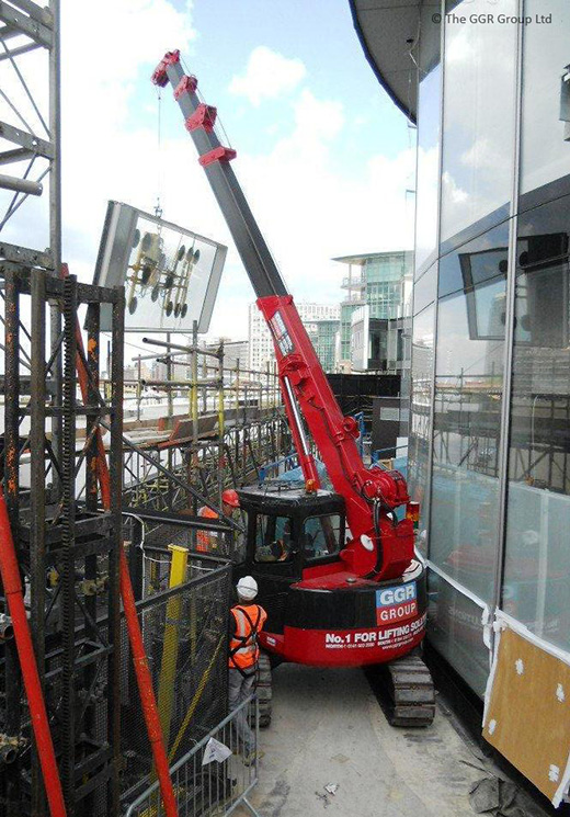 MCC495 crawler crane glazing London office