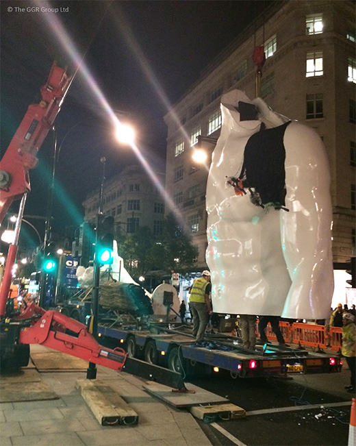 UNIC URW-706 installing Selfridges statue