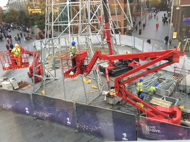 URW-706 Mini Crane lifting a christmas tree in Liverpool