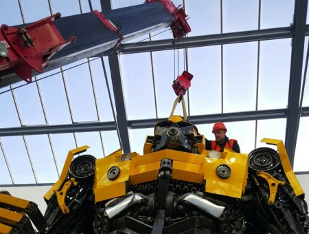 GGR Spider Crane Meets Superstar Bumblebee