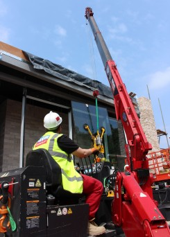 GGR'S Unic 506 spider crane hooked up with a DSZ2 Hydraulic Tilt vacuum