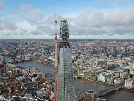 Mini Crane Scales The Dizzy Heights Of Europes Tallest Building