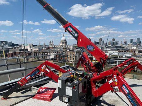 UNIC URW-295 Rooftop Lifting