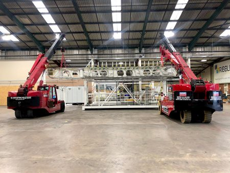 Tandem Lift for Machinery Installation