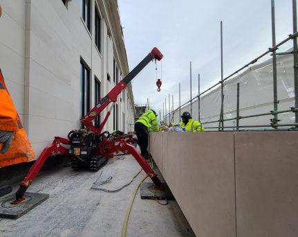 UNIC URW-094 lifting stone